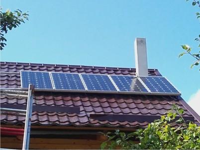 Panouri fotovoltaice pe acoperisul unei case - Produse ITECHSOL