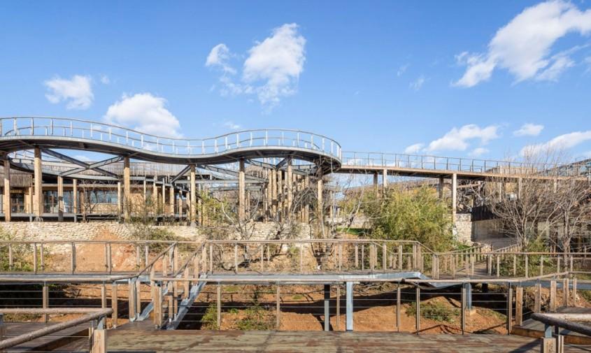 O stațiune abandonată din Beijing s-a transformat într-un hotel remarcabil - O stațiune abandonată din Beijing