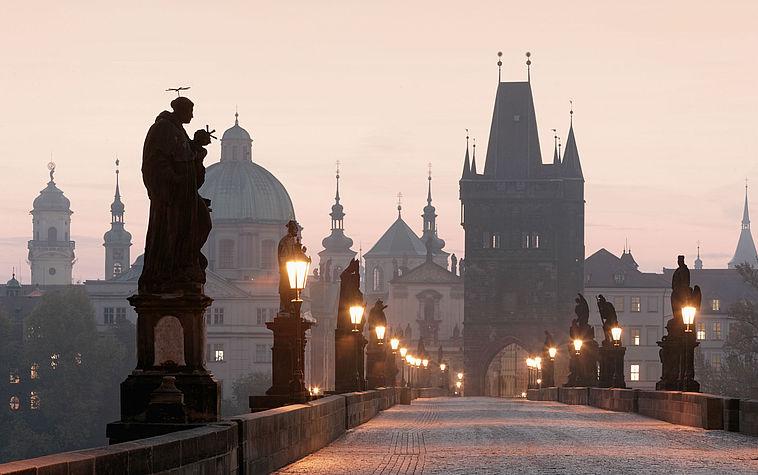Podul Carol - O călătorie arhitecturală prin Praga, orașul celor 100 de clopotnițe - partea I