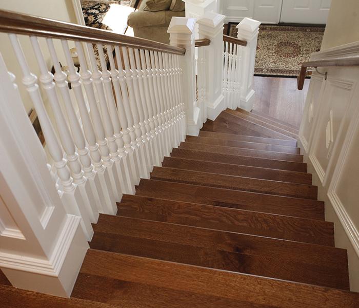 Trepte lemn masiv - Reconditionat trepte si balustrii din lemn masiv