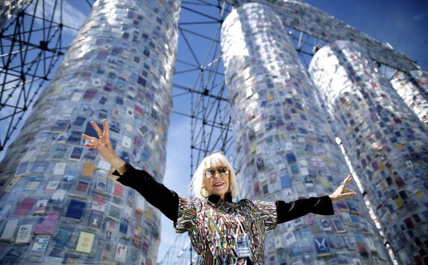 """Marta Minujin - """"Partenonul Cărților"""", ridicat pe locul unde naziștii au ars mii de cărți interzise"""