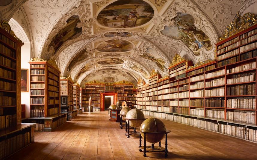 Interiorul bibliotecii manastirii Strahov - O călătorie arhitecturală prin Praga, orașul celor 100 de clopotnițe - partea a II-a