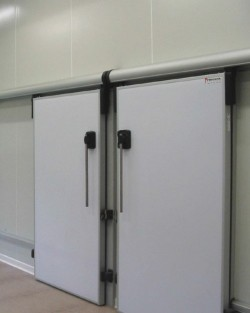 Usi termoizolante pentru spatii cu temperaturi negative - Usi termoizolante si frigorifice