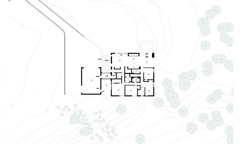 Planuri - Lemnul masiv reciclat da textura si culoare exteriorului unei case