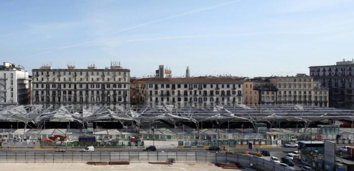 Copaci din metal cresc in centrul orasului Napoli - Copaci din metal cresc in centrul orasului Napoli