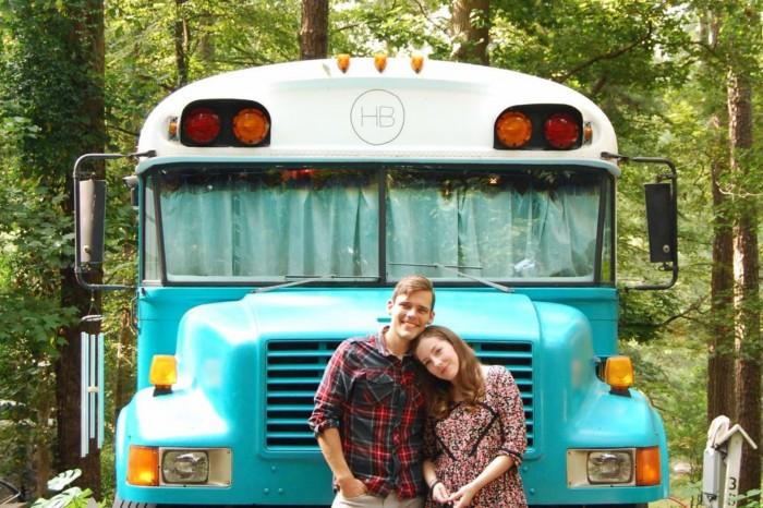 Un vechi autobuz scolar convertit intr-o locuinta confortabila pe roti - Un vechi autobuz scolar convertit intr-o locuinta confortabila pe roti