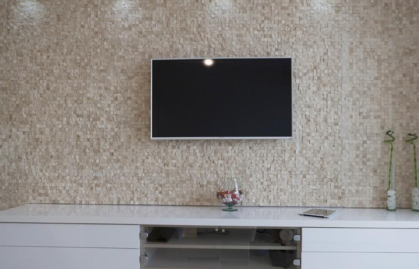 Mozaic Travertin Classic Scapitat - Mozaicul din piatra naturala in sufragerie. Jos monotonia! Traiasca diversitatea!