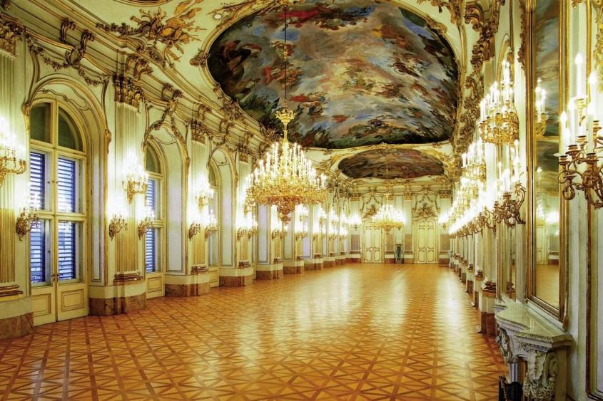 Palatul Schonbrunn, Viena - interior - Lectia de arhitectura - emblemele stilului baroc