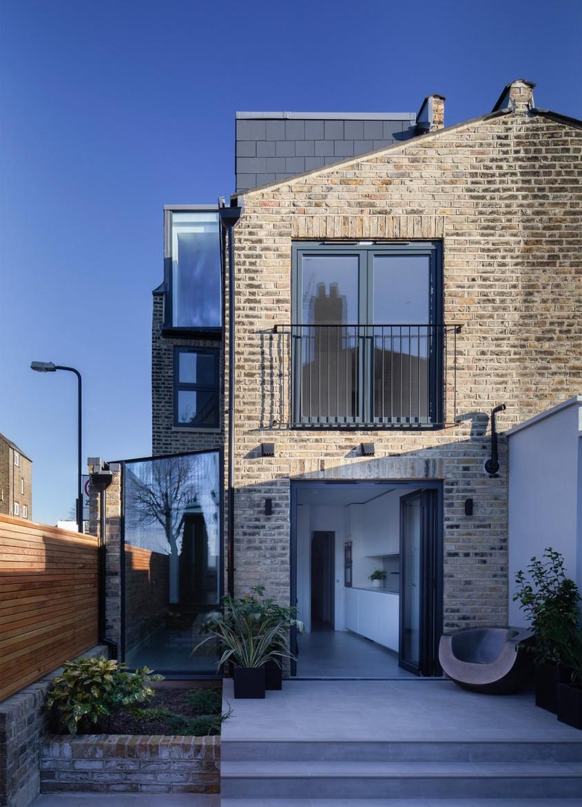 house-extension-london-manea-kella_dezeen_2364_col_2-1704x2364 - Extindere modernă a unei case vechi din nordul Londrei