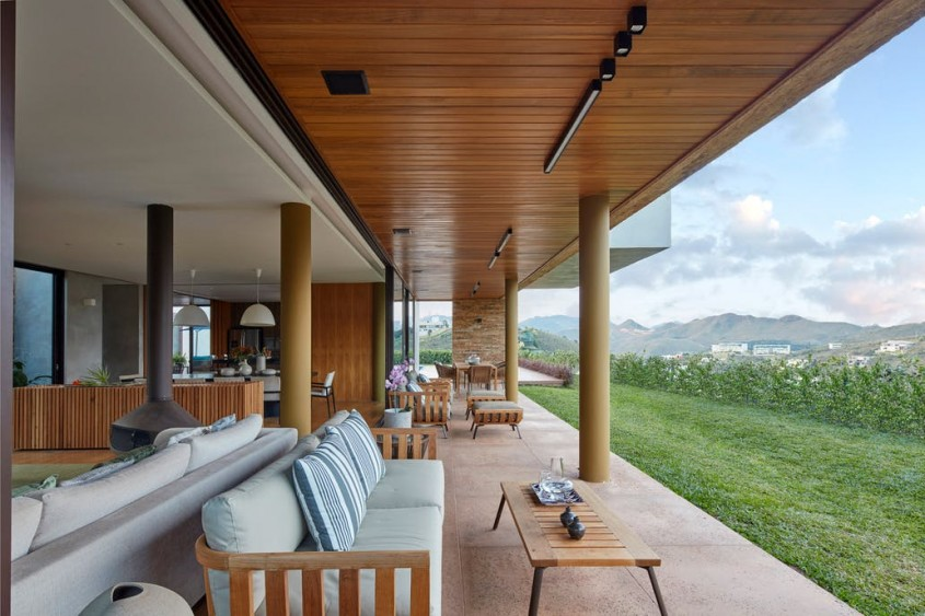 O casa construita in jurul unei gradini tropicale - O casă construită în jurul unei grădini