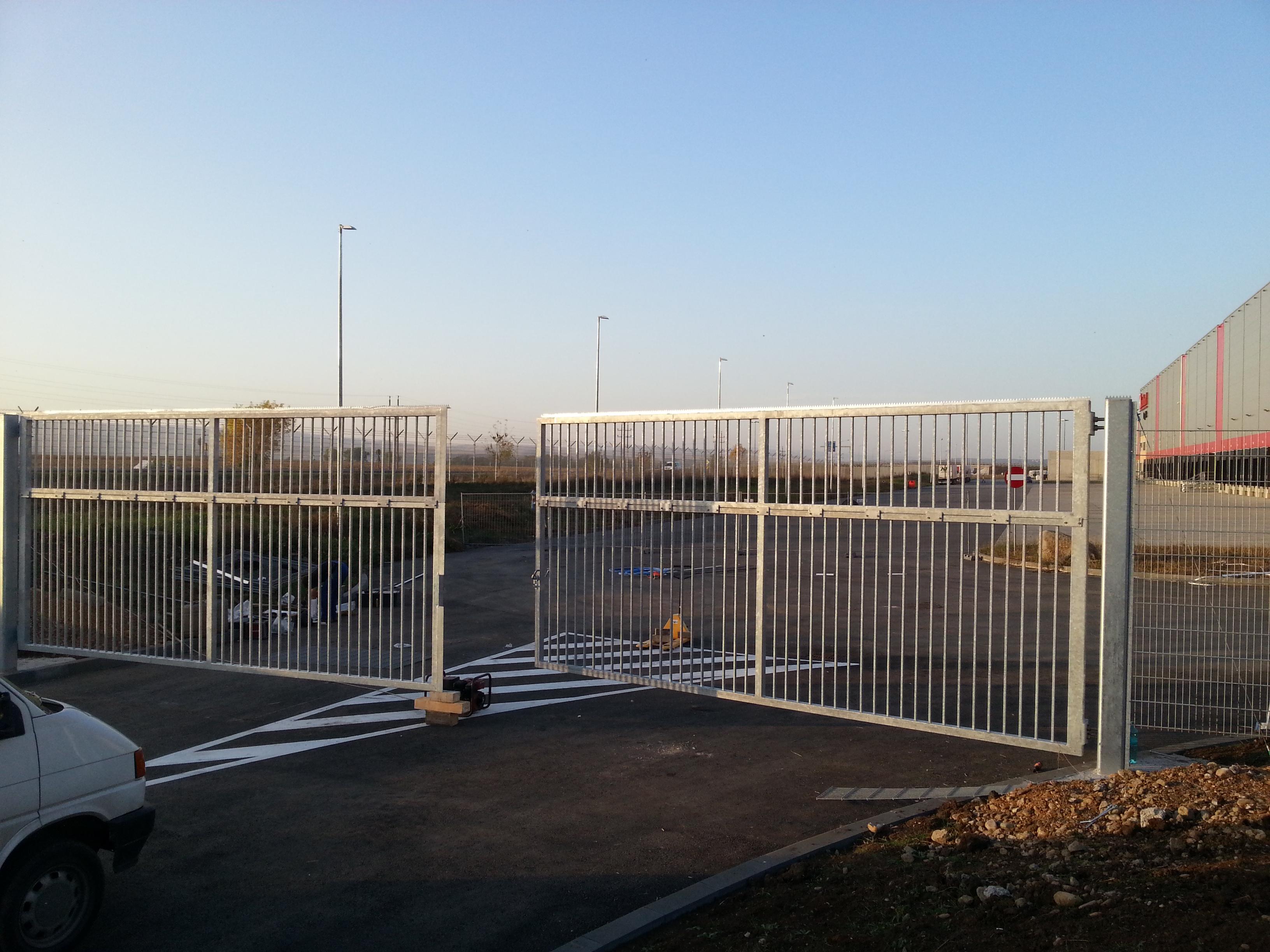 Cea mai mare poarta batanta instalata in Romania? - Cea mai mare poarta batanta instalata in