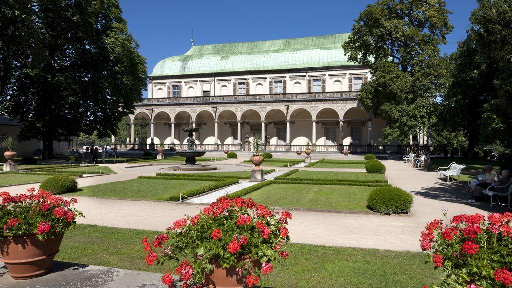 Palatul Regal de Vara - O călătorie arhitecturală prin Praga orașul celor 100 de clopotnițe -