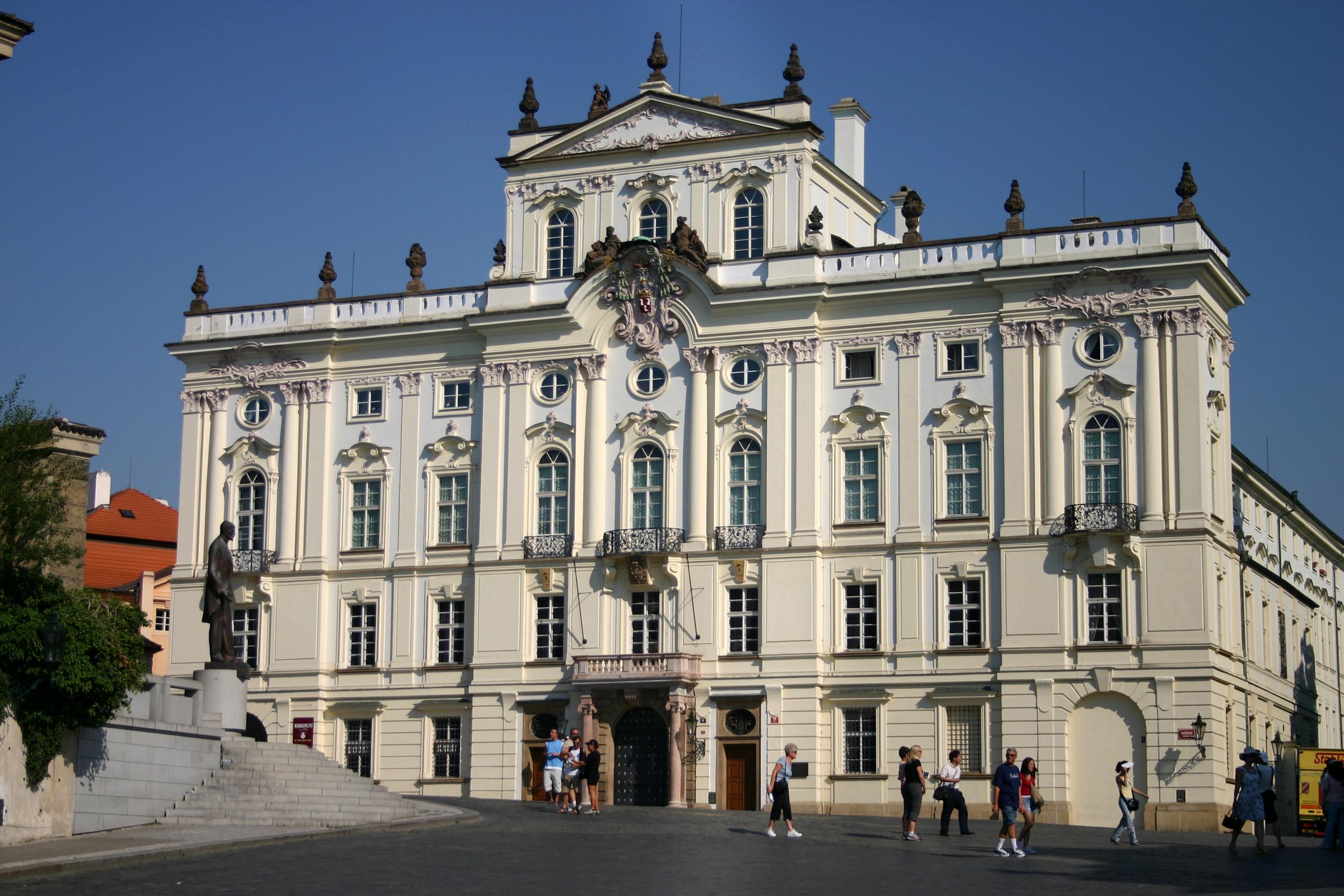 Palatul Arhiepiscopal - O călătorie arhitecturală prin Praga, orașul celor 100 de clopotnițe - partea a II-a