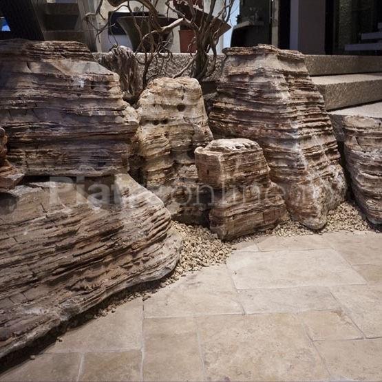 Bolovani Monolith Makedon - Cinci ornamente din piatra naturala pentru gradina