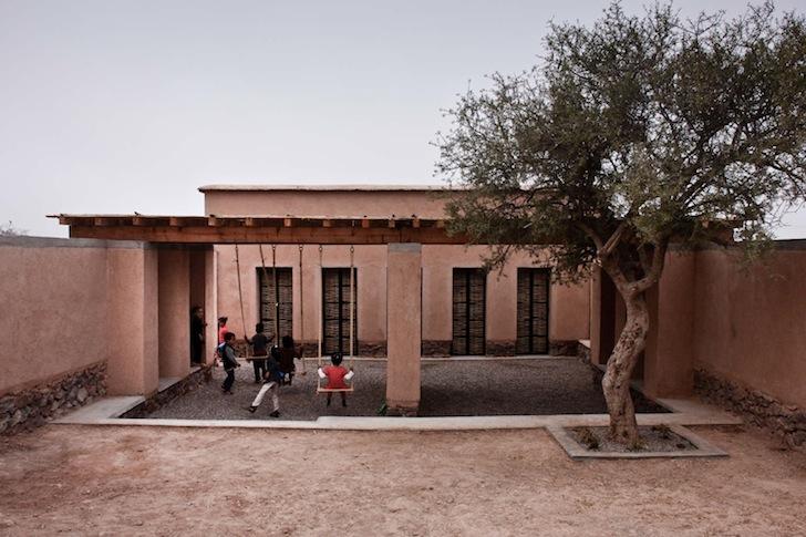 Gradinita construita din caramizi nearse - Gradinita din Aknaibich