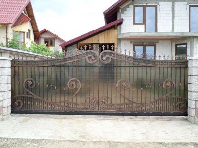 Model poarta de acces, cu ornamentalii din fier forjat - Porti metalice