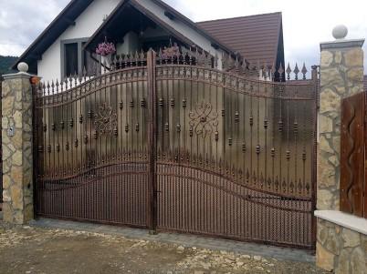 Poarta de acces, cu elemente din fier forjat - Porti metalice