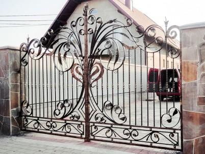 Poarta metalica, cu ornamentatii din fier forjat - Porti metalice