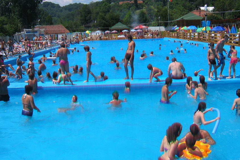 Piscina publica Conexim Lupeni - Dupa renovare - Cand e timpul sa iti renovezi piscina?