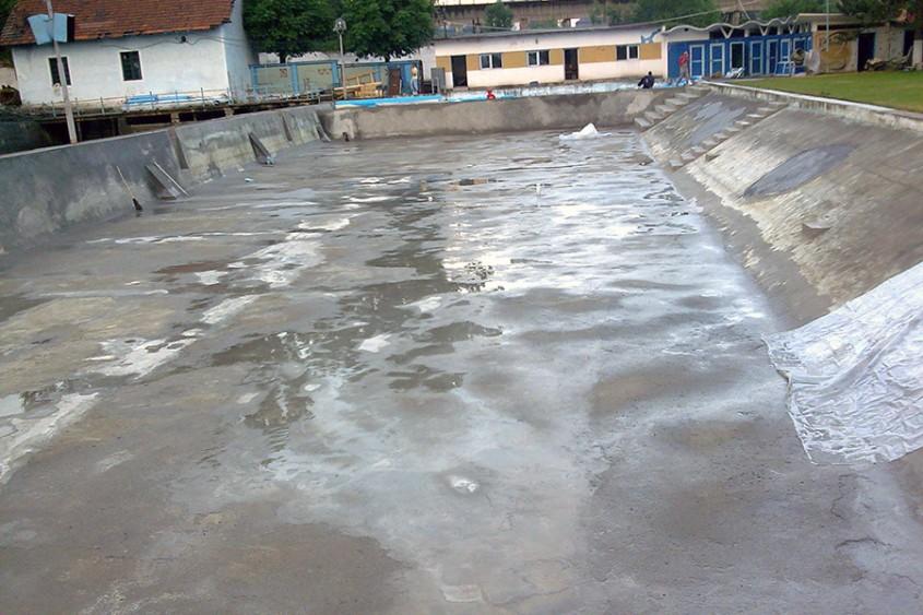 Piscina publica Conexim Lupeni - Inainte de renovare - Cand e timpul sa iti renovezi piscina?