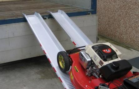 Rampa de incarcare antialunecare pentru utilaje usoare de gradinarit Metalmec M050 - Rampe de incarcare