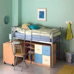 Mod de utilizare a spatiului de sub un pat suspendat, cu ajutorul rafturilor si cutiilor (sursa: maxemmous.co.cc) - Cutii