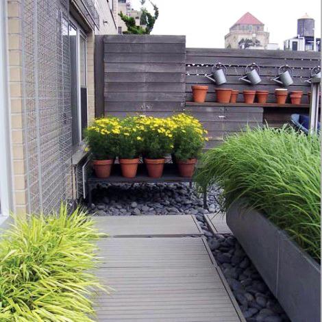 O adevarata terasa, la etaj (foto: www.kotamulia.com) - Balcoane si spatii mici