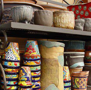 Ghivecele ceramice pot avea cele mai variate forme si culori (foto www moplants com) - Materiale