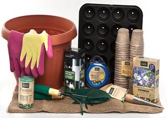 Cu cateva jardiniere recipiente si mici unelte sunteti gata sa dati o noua fata unei gradini