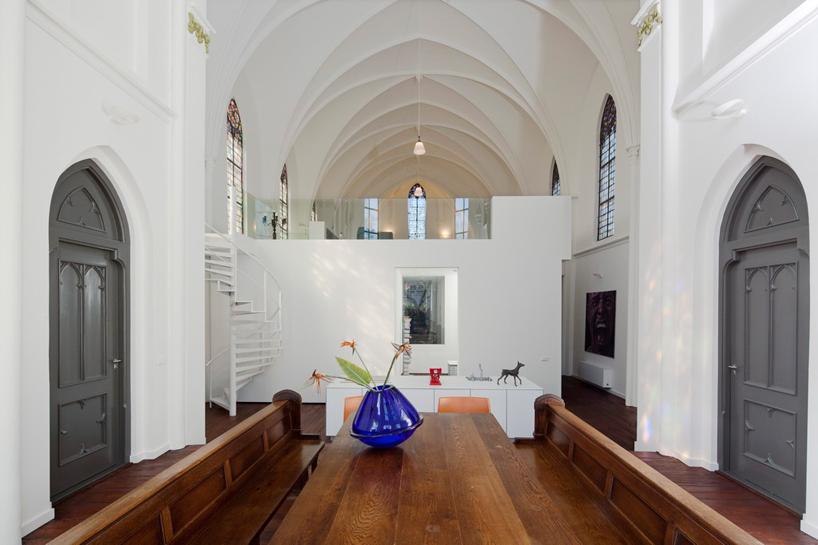 Casa moderna amenajata in interiorul unei biserici din Utrecht - Casa moderna amenajata in interiorul unei