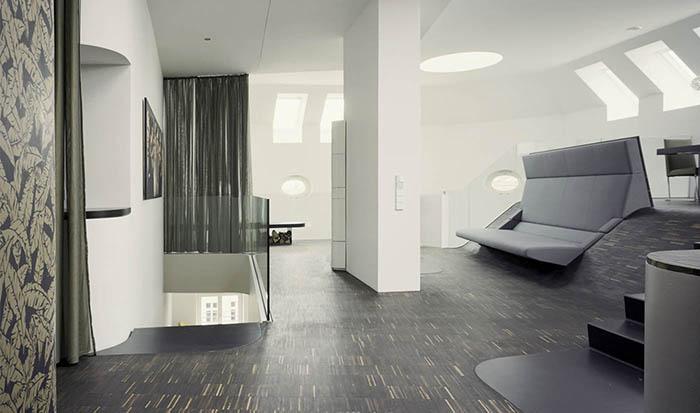 Un loft in Berlin spatios datorita mobilierului incastrat - Living