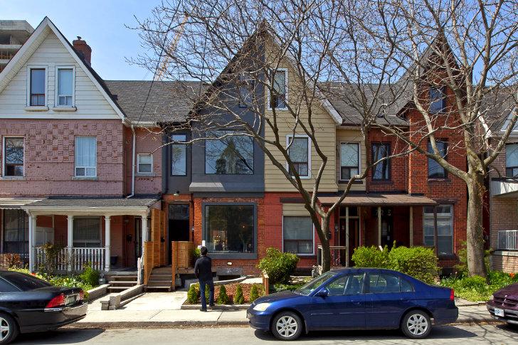 Un aer proaspat si modern intr-o veche casa in stil Victorian din Toronto - Fatada