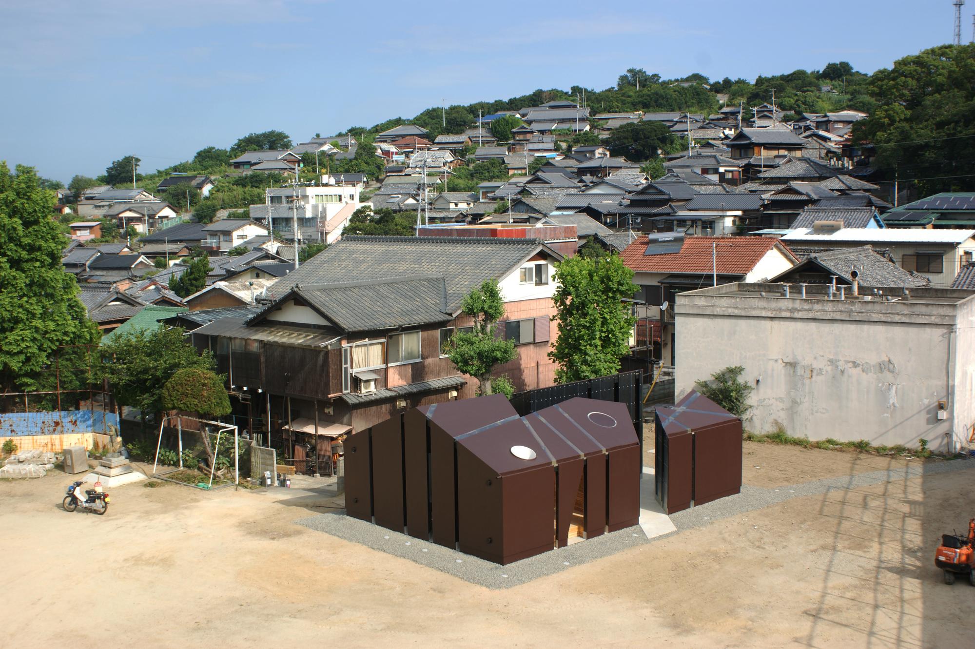 House of Toilet - House of Toilet
