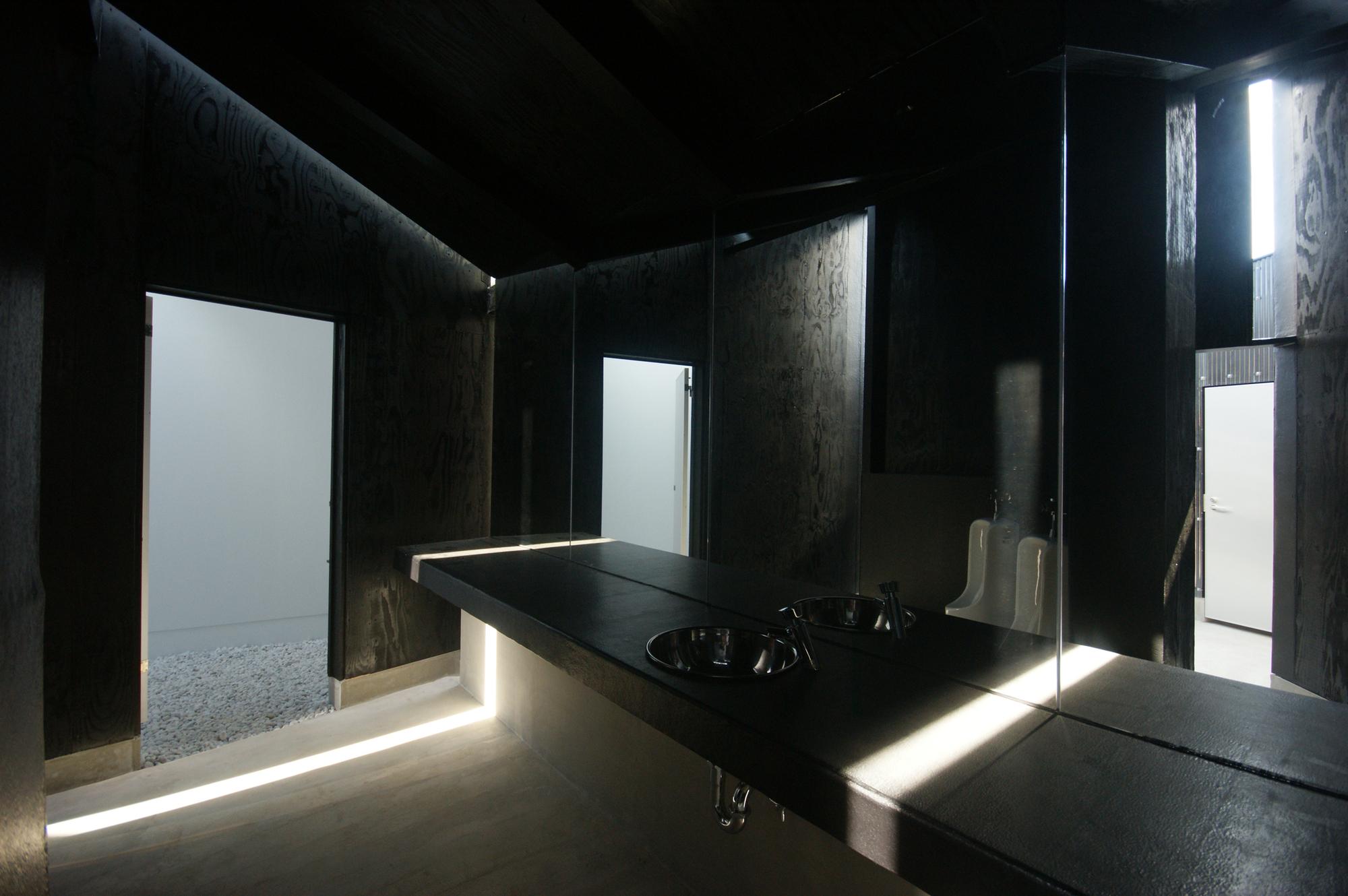 House of Toilet - House of Toilet - interior