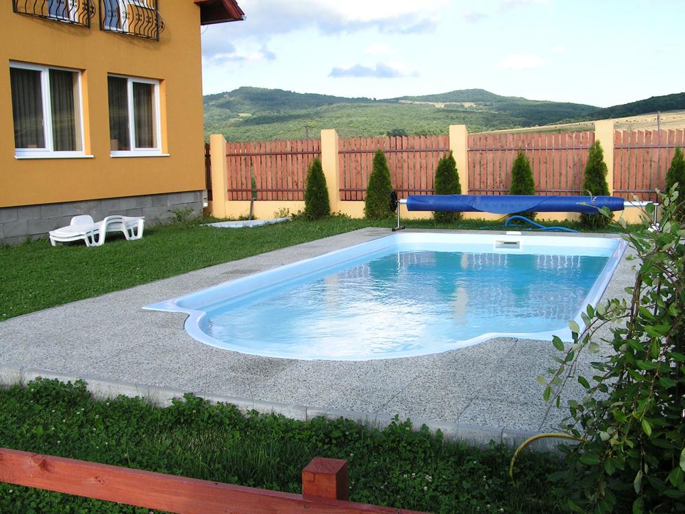 Piscine rezidentiale stefani pool technology for Piscina roma