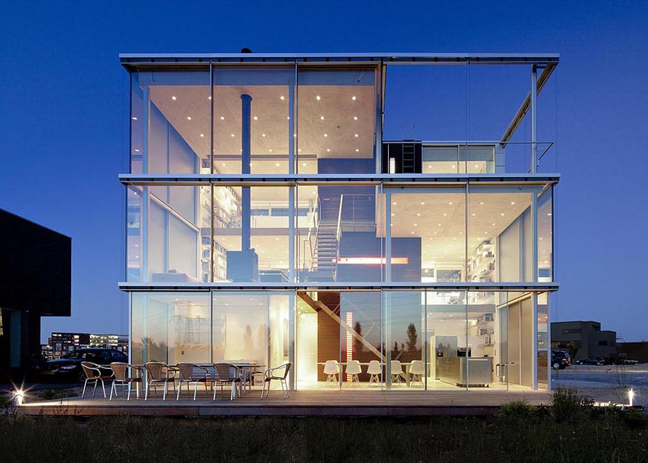 O casa inchisa complet in sticla poate fi eficienta - Casa Rieteiland