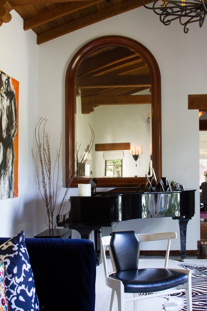 Casa din Hollywood Hills care aminteste de o locuinta coloniala spaniola - Casa din Hollywood Hills