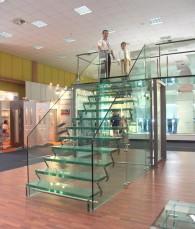 Scara completa din sticla Showroom sediul Spectrum - Proiectare procesare si montaj scara din sticla Showroom