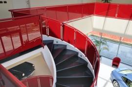 Scara interioara cu balustrade din sticla - Scara interioara cu balustrade din sticla Showroom Ferrari