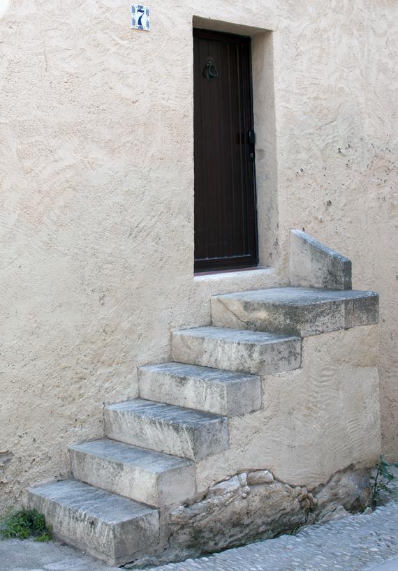 Usa metalica (foto: Alina Miron) - Usile metalice de exterior sunt expuse intemperiilor