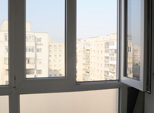 Balconul inchis: un spatiu castigat, alt spatiu pierdut Foto: Alina Miron
