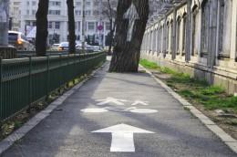 """foto: Alina Miron - Daca e oras, sunt si biciclete. Uneori, """"invizibile"""". (foto: Alina Miron)"""