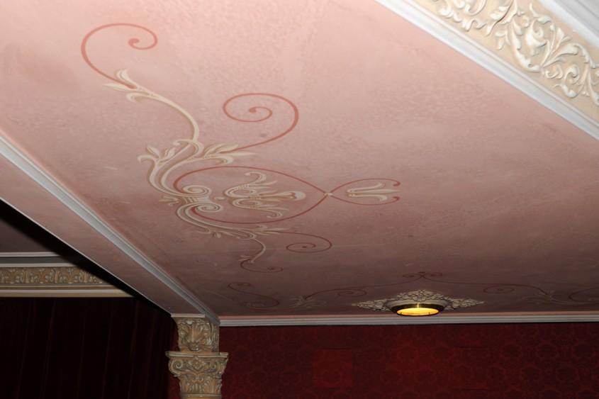 Foto Alina Miron - Stucaturi si picturi ornamentale in cladiri vechi (foto Alina Miron Teatrul Maria