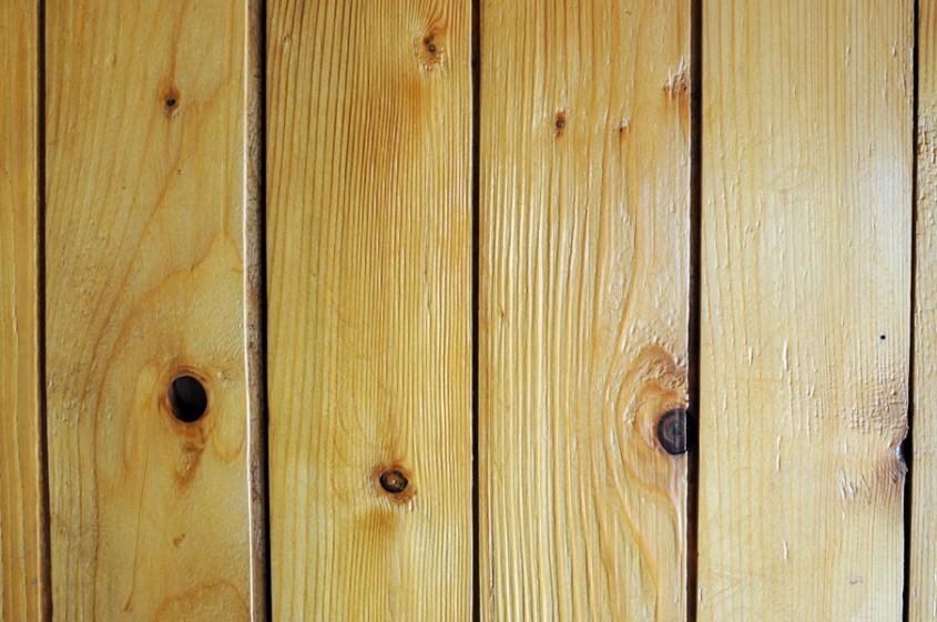 Lambriuri din lemn - Numarul de noduri din lemn sunt considerate un indiciu pentru calitatea lambriurilor