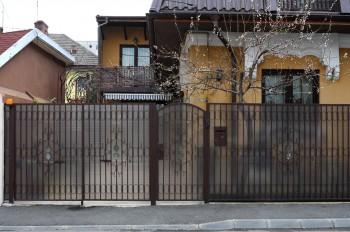 Gard cu placi din PVC - Placi din PVC montate pe gard