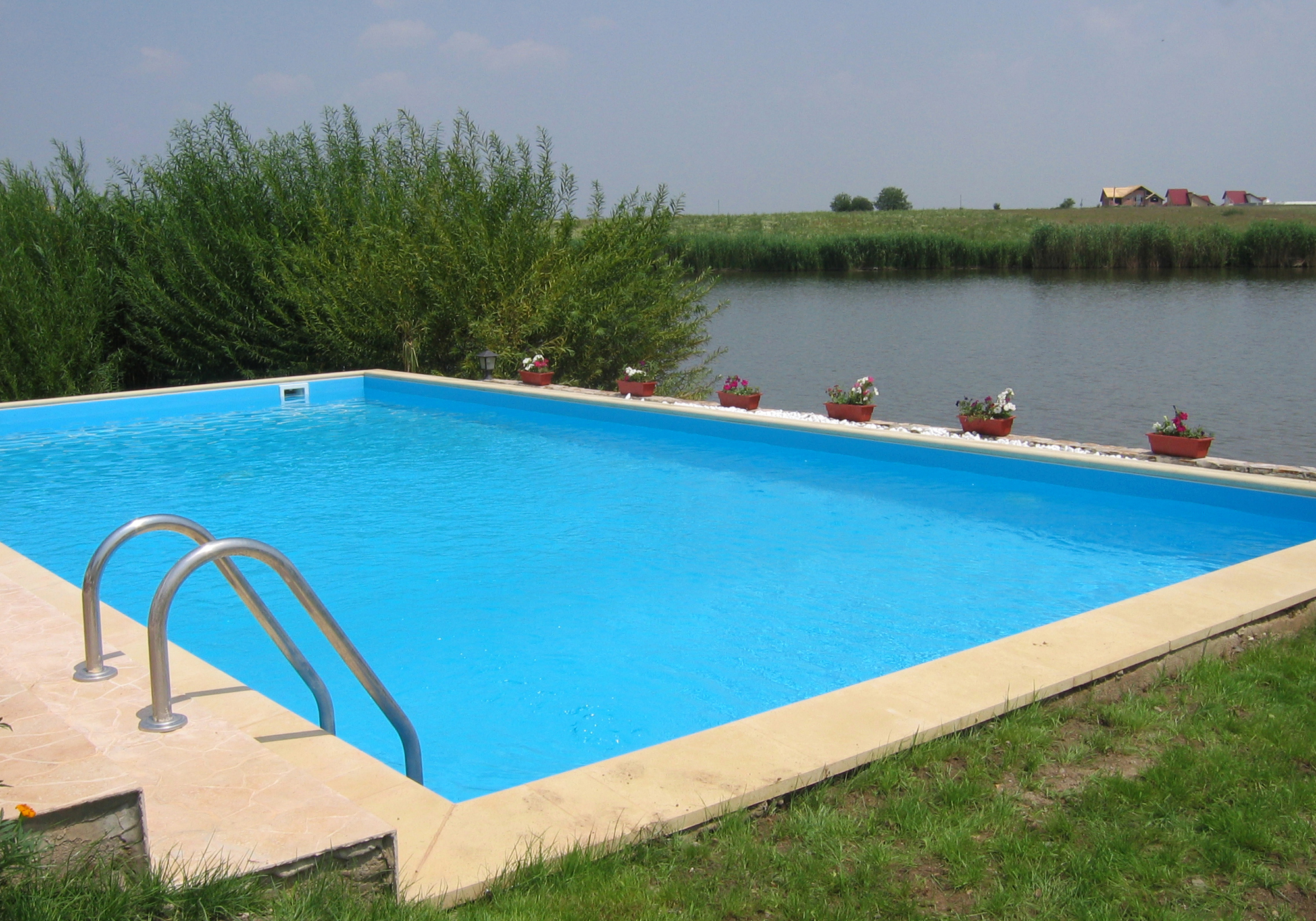 Piscine rezidentiale din panouri modulare de otel for Constructie piscine