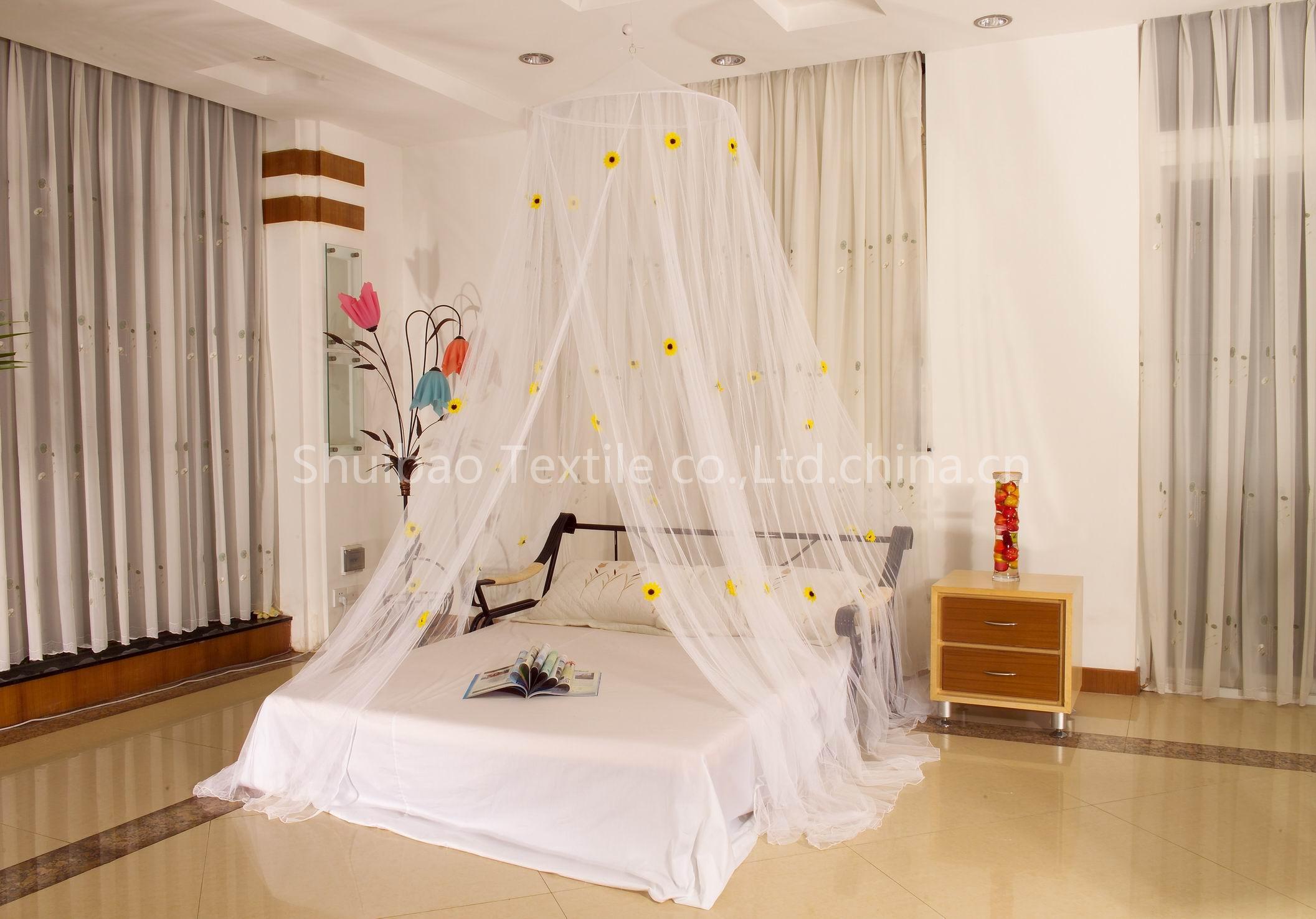 Imagini pentru pat cu baldachin contra tantari