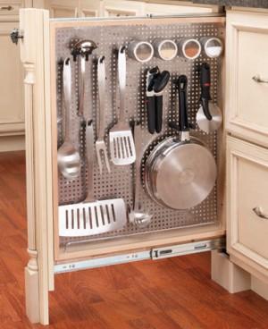 Organizare a dulapurilor pe adacime si verticala (foto: www.familyhandyman.com) - Organizare a dulapurilor pe adacime si verticala (foto: www.familyhandyman.com)