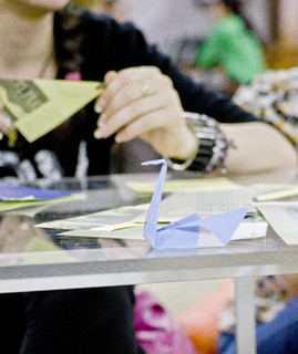 - Atelier de origami in pasajul de metrou de la Universitate
