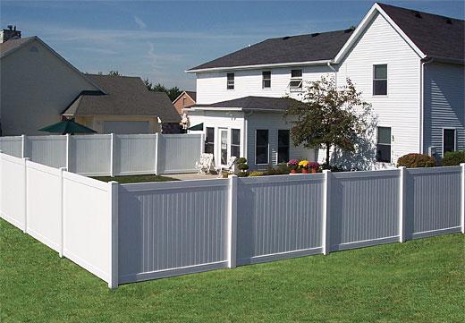 Pentru gard e nevoie de autorizatie de constructie (foto myspokanefence com) - Pentru gard e nevoie